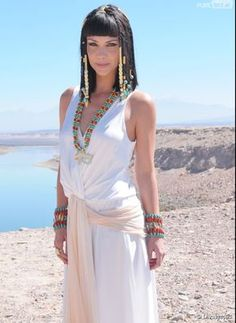 4391083 pero no alda Egyptian Beauty, Egyptian Queen, Cleopatra Costume, Egyptian Costume, White Fashion, Covet Fashion, Ancient Egyptian Clothing, Camila Rodriguez, Queen Outfit