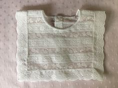 Complemento ideal para bebes, tanto para utilizarlo como babero como para adornar un jubón o jersey liso. Ver como se hace en mismanitasblog.com