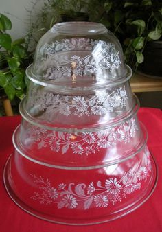 Pyrex Nesting Mixing Bowls Colonial Mist White Lace (Clear) set of four