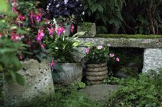 Hypertufa urns and bench. http://www.malenaskote.se