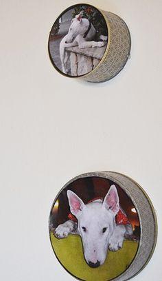 Molduras de Fotos feitas com Latas Recicladas Metal Tins, Ideas Para, Pallet, Decorative Plates, Projects To Try, Scrap, Boxes, Wood, Frame