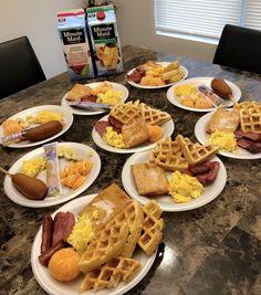 Junk Food Snacks, A Food, Good Food, Food And Drink, Yummy Food, Breakfast Dishes, Breakfast Recipes, Breakfast Waffles, Sleepover Food
