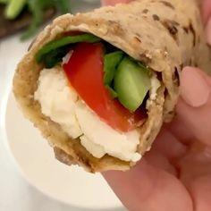 "www.beiruting.com on Instagram: ""Good Morning !! 🇱🇧💚🇱🇧 بعد كذا تجربه نجحت معي وصفة خبز الشوفان ب٣ مكونات فقط !! لذيذةة😍 شوفان، ملح وماي مع اضافات اختيارية مثل بذور الكتان…"""