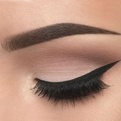 This picture is just GOALS! We are always looking for new eyeshadow looks and tutorials for eye colors. Our calendar will help you stay on top of when the latest makeup eyeshadow palettes are being released! High Pigment Eyeshadow, Makeup Eyeshadow Palette, Eyeshadow Tips, Blending Eyeshadow, Eyeshadow Looks, Eyeshadows, Pageant Makeup, Casual Makeup, Graduation Makeup