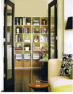 Canadian House & Home, April 2007 - Den in the condo of interior designer Carol Reed - Photographed by Michael Graydon.