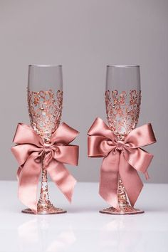 Wedding glasses rose gold Personalized glasses Rose Gold Champagne flutes rose gold Toasting glasses laser engraved Flutes set of 2 Hochzeit Brille Rose Gold personalisierte Brille Laser Rose Wedding Champagne Flutes, Wedding Glasses, Gold Champagne, Quince Decorations, Wedding Decorations, Unique Wedding Colors, Unique Weddings, Dream Wedding, Wedding Day
