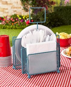 This Outdoor Picnic Organizer, with its easy-to-carry handle, helps you bring plates, utensils and napkins to the table. Each durable wire mesh organizer has a