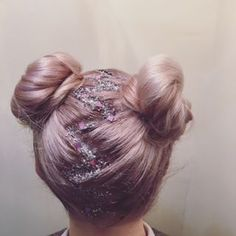 Our magical moon dust body and hair gel will give you that extra glow your looking for. Great for glitter roots, perfect for edgy looks. Bun Hairstyles, Pretty Hairstyles, Hairdos, Rave Hair, Undone Look, Look Festival, Crazy Hair Days, Pinterest Hair, Grunge Hair