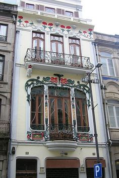 A beautiful and bright apartment - Casa Arte Nova Cidade do Porto Beautiful Architecture, Beautiful Buildings, Art And Architecture, Architecture Details, Art Nouveau Arquitectura, Art Nouveau Jewelry, Art Deco Design, New Art, Balconies
