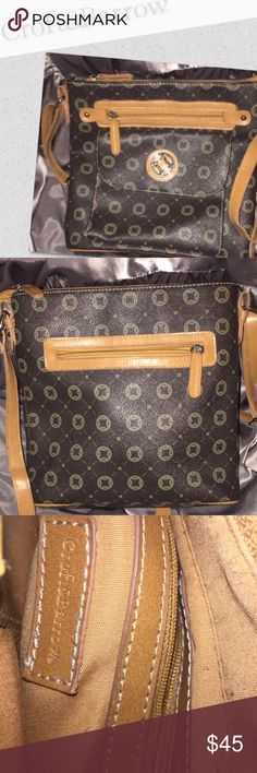 🎉CRAZY PRICE DROP🎉 Croft & Barrow purse Brown and tan croft & barrow purse lots of pockets cute purse cool pattern on front croft & barrow Bags Crossbody Bags