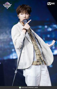 BTS presentando Airplane en M Countdown (Rap Line) Jung Hoseok, Kim Namjoon, Seokjin, Mixtape, Hip Hop, Bts Bangtan Boy, Bts Boys, Jimin Jungkook, Btob