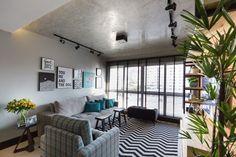 Trilhos de iluminação. Confira esta e mais dicas de iluminação para apartamentos pequenos! (Foto: Divulgação) #saladeestar #livingroom  #decor #decoração #decoration #decoración #iluminação #lighting #casavogue