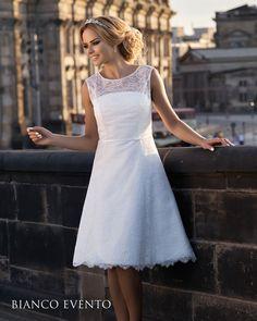 robe de mariée courte en fine dentelle