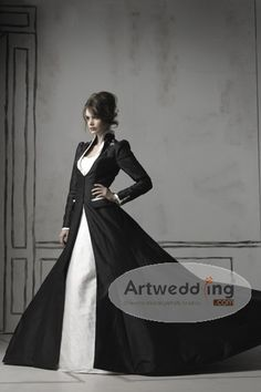gothic wedding dress flatter your eyes with mysterious feeling.