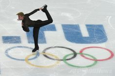 フィギュア団体戦・男子FSで首位のプルシェンコ、ソチ五輪 国際ニュース:AFPBB News
