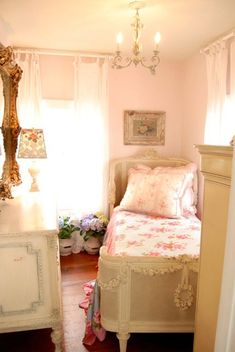 Chateau De Fleurs: Bountiful,  love this bed!