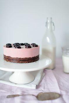 Rose Cake (raw, milk-free, gluten-free, sugar-free) - recipe is in Finnish, just use Google Translate.