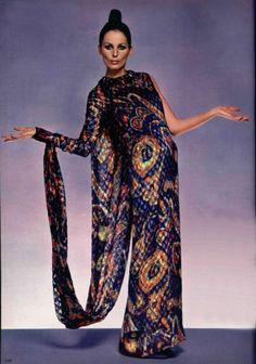 Maxi dress, L'Officiel magazine 1970