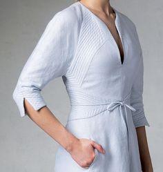 V1381 | Misses' Dress Vogue Patterns Lovely detail