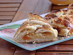 Trenza de hojaldre caramelizada de membrillo, queso de cabra y cebolla endulzada, foto 1