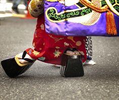 Oiran Dochu - おいらん道中Don't wear Tabi like a Geisha, even in the snow!