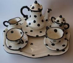 black and white polka dots tea set.this could make me wanna drink tea Cuppa Tea, Teapots And Cups, My Cup Of Tea, Tea Service, Chocolate Pots, High Tea, Afternoon Tea, Cup And Saucer, Tea Time