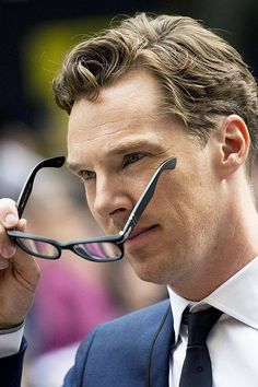 Close Up of Ben With Brown Hair Wearing Blue Suit, Patterned Tie and White Button-Up Shirt While Holding Glasses at 2014 TIFF