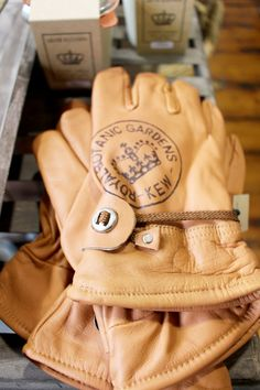 Kew Garden leather gardening gloves - WARINGS Store www.waringsathome.co.uk