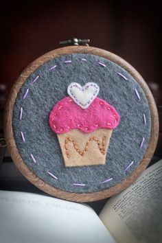 Hand-embroidered Felt Cupcake, Wall Hanging and Nursery Decor for the baby (If it is a girl) Embroidery Hoop Art, Embroidery Patterns, Cupcake Crafts, Felt Cupcakes, Nursery Decor, Nursery Ideas, Hand Stitching, Lana, Coin Purse