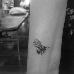 Fineline blackwork vintage tattoo of bumblebee micro tattoo by Alexandyr Valentine
