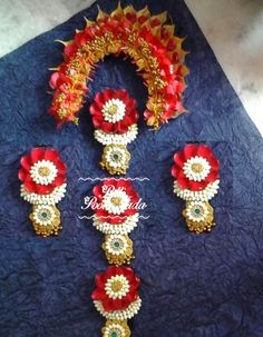 Veni made of leaf Cloth Flowers, Bride Flowers, Bridal Hair Flowers, Hair Decorations, Indian Wedding Decorations, Indian Bridal Hairstyles, Flower Ornaments, Bridal Hair Accessories, Handmade Flowers