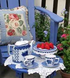 Tea at Blue & White Cottage. Blue And White China, Red White Blue, Café Chocolate, Red Cottage, Cottage Style, Tea Art, My Cup Of Tea, Tea Service, My Favorite Color