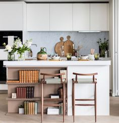 Discover top kitchen storage ideas from 30 beautiful, modern kitchens. Get ideas for cabinets, islands, shelving and more!