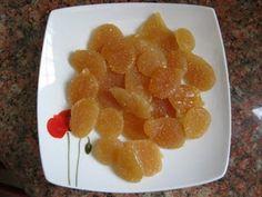 Comment préparer vos propres bonbons de miel et de citron pour traiter la toux. Recette facile avec du miel, citron, gingembre en poudre, eau
