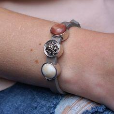 Zeeuwse knop armband leer beige roodbruin