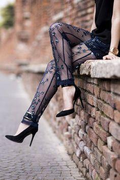 Anouska Proetta Brandon looks-Reiss Black Jewelled Embroidered Sheer Trousers Smoking Noir, Fashion Details, Fashion Design, Fashion Trends, Fashion Bloggers, Fashion Photo, Black Jewel, Vestidos Vintage, Fashion Beauty