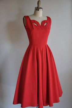 Vintage Clothing. Love the scalloped neckline on this - so fashionable and could be worn today easily.