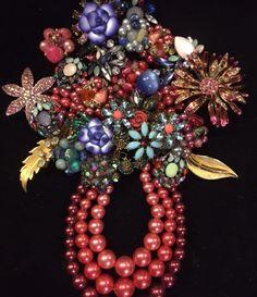 Jewelry Art by Julie Costume Jewelry Crafts, Vintage Jewelry Crafts, Recycled Jewelry, Mom Jewelry, Jewelry Tree, Jewelry Ideas, Diy Decorate Picture Frame, Rhinestone Crafts, Bazaar Ideas