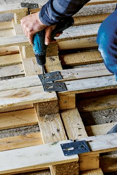 How to make a platform bed from pallets + win a copy of 'Pallet Style'