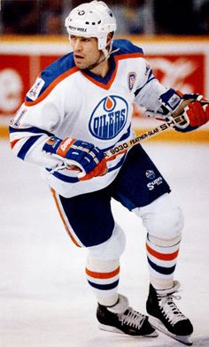 Messier in the Home Silks Ice Hockey Teams, Hockey Games, Hockey Stuff, Mark Messier, Wayne Gretzky, Edmonton Oilers, Nfl Fans, National Hockey League, Hockey Players