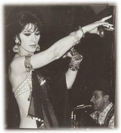 Cuando hablamos de Tribal es obligatorio hablar de Jamila Salimpour, la bailarina considerada la creadora de la Danza Tribal Americano, también conocido como  ATS.