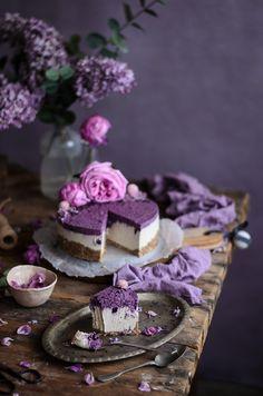 Tenho uma obsessão por estes cheesecakes vegan ou crus, já fiz várias versões todas elas maravilhosas. Chamam-lhe cheesecake mas é só pel...