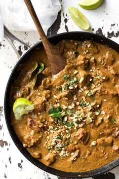Chicken Satay Curry - Satay lovers dream come true! Chicken marinated in an authentic homemade satay seasoning simmered in a peanut satay sauce. Authentic restaurant / chef recipe, easy to make! Try with less chilli Indian Food Recipes, Asian Recipes, Ethnic Recipes, Indonesian Recipes, Asian Desserts, Asian Foods, Turkish Recipes, Chicken Satay Curry, Chicken Satay Easy