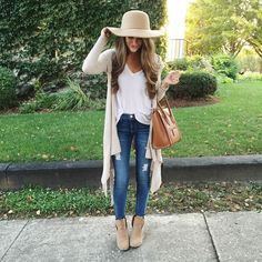20 Casual Outfit Ideas for Business Women - Pretty Designs Mode Outfits, Casual Outfits, Fashion Outfits, Womens Fashion, Fashion Trends, Fur Vest Outfits, 30 Outfits, Maternity Outfits, Fashion 2017