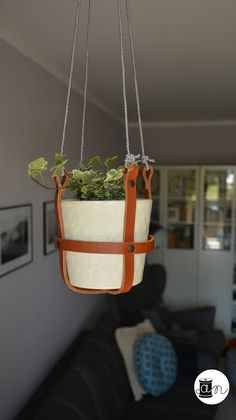 Leather Diy Crafts, Leather Projects, Leather Craft, Diy Hanging Planter, Diy Planters, Macrame Plant Holder, Plant Holders, Leather Pillow, Sewing Leather