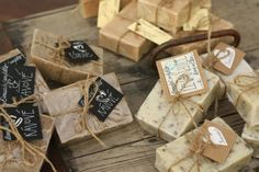 U nás na kopečku: ... výroba domácího mýdla .... Home Made Soap, Bath Bombs, Beauty Care, Gift Wrapping, Place Card Holders, Soaps, Homemade Dish Soap, Gift Wrapping Paper, Wrapping Gifts