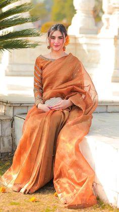 Beautiful Pakistani Dresses, Pakistani Formal Dresses, Shadi Dresses, Indian Gowns Dresses, Pakistani Dress Design, Pakistani Fashion Party Wear, Pakistani Wedding Outfits, Indian Bridal Outfits, Indian Designer Outfits