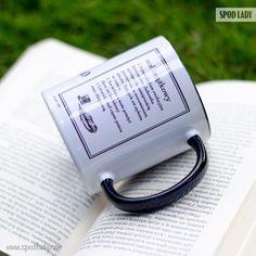 Mól ksiązkowy - jednostka cechująca się umiejętnością przeczytania ze zrozumieniem tekstów dłuższych niż etykieta na butelce.
