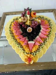 Fruit Presentation, Fruits Decoration, Deco Fruit, Fruit Buffet, Fruit Plate, Fruit Trays, Fruit Art, Recipes Using Fruit, Fruit Creations
