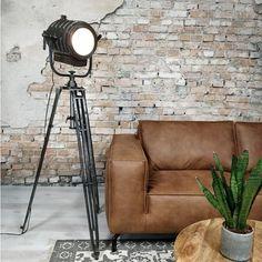 ✔ Industriële lampen ✔ Vloerlamp industrieel ✔ Industriële meubelen ✔ Staande lamp Industrial Living, Rustic Industrial, Black And White Painting, Home Trends, Tripod Lamp, Minimalist Art, Contemporary Paintings, Modern Classic, Home Deco